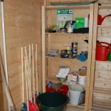 Die neue Hütte für Geräte, Stühle, Tische und Grill